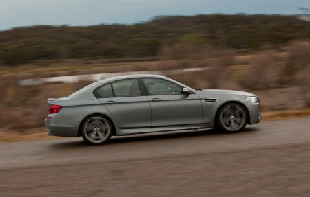 BMW M5 v Jaguar XFR v Mercedes-Benz E63 AMG: Comparison Обзор - Фото(30)