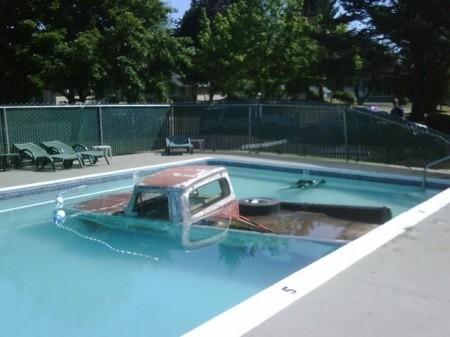 Автоматический ремень безопасности спасает при попадании автомобиля в воду