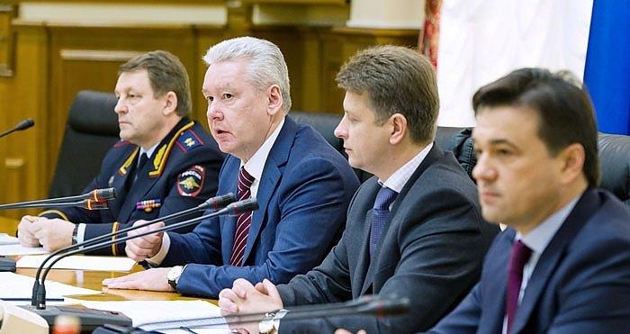 Мэр Москвы дал указания Мосгордуме, чтобы к 1 июля 2013 года штраф за въезд фур на МКАД был установлен в размере 5000 рублей.