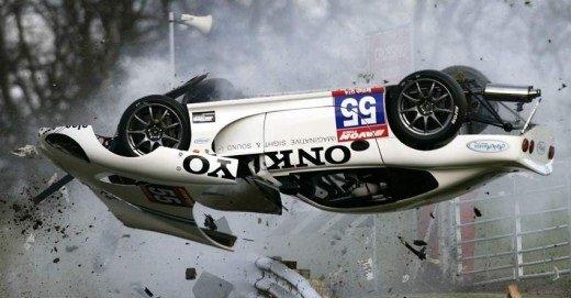 ТОП-10 ошибок при управлении дорогими спорткарами, которые привели к авариям.