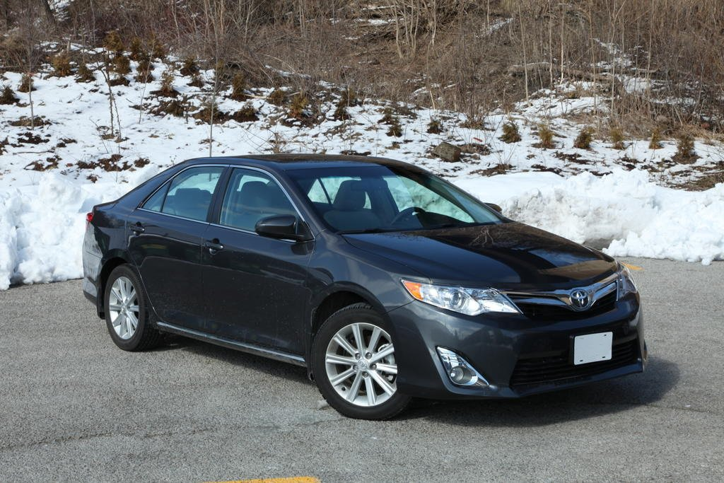 Тест сравнение и обзор 2013 Toyota Camry VS 2013 Honda Accord