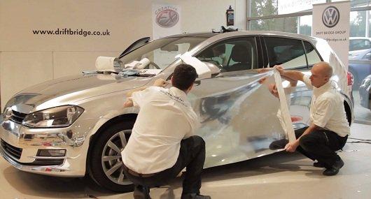 Видео полного процесса поклейки хромированной пленки, на примере автомобиля Golf Mk7.