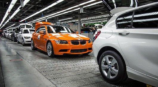 Производство люксовых легендарных BMW M3 купе подходит к концу. Последняя в истории модель автомобиля под обозначением M3 сошла с конвейера. Последний автомобиль окрашен в ярко-оранжевый цвет. Этот последний автомобиль ставит точку в эпохе этого автомобиля.