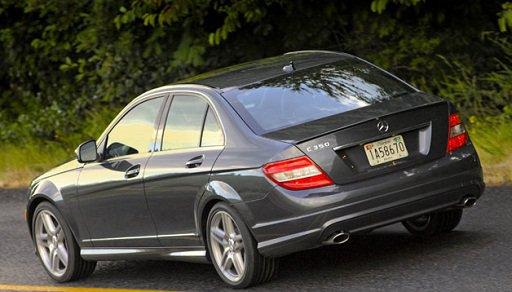 У автомобилей Мерседес Бенц выявлены проблемы с задними фонарями.