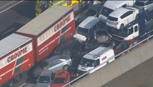 Крупная авария в Великобритании - пострадало более 100 автомобилей и 200 человек получили ранения
