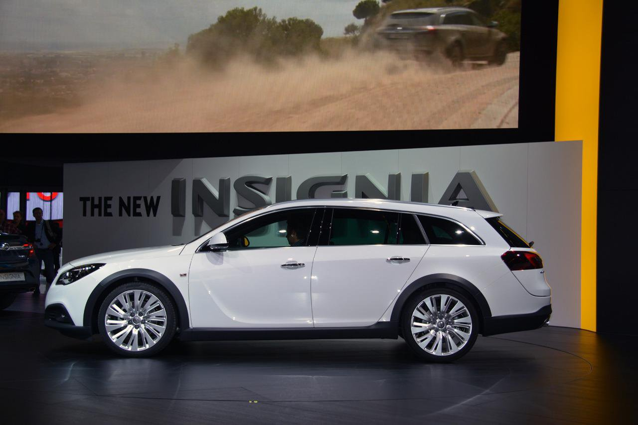 Opel insignia country tourer фото
