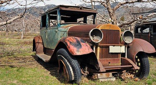http://www.1gai.ru/uploads/posts/2013-10/1380813108_very-old-rusty-car.jpg