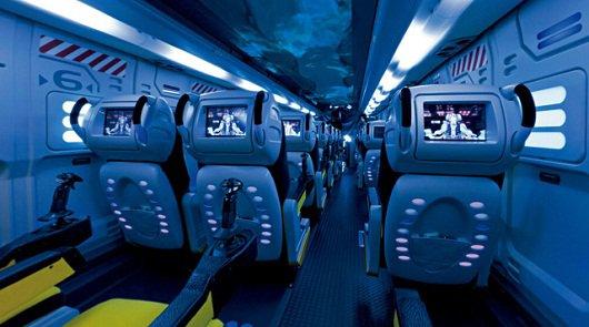 Японский автобус в стиле космического корабля