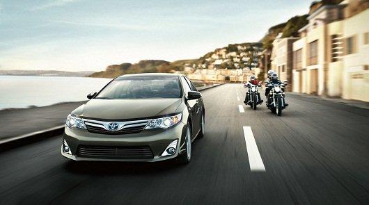 Toyota Camry увеличив безопасность получила положительные оценки по результатам краш-тестов