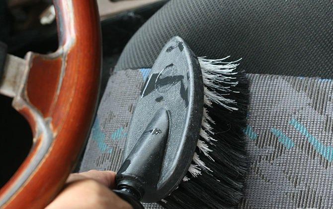 Как убрать запах из машины своими руками 90