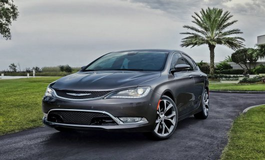 ��������� �������� 2015 Chrysler 200 �� ���������� � �������� 2014 ����