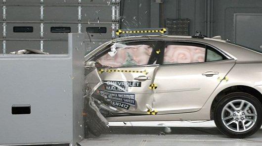 2014 Chevrolet Malibu в результате краш-тестов IIHS получила высшую награду безопасности