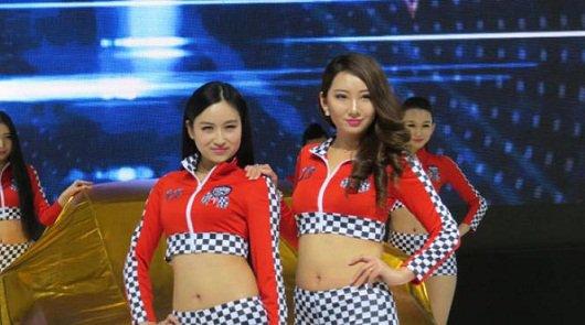 Фотомодели на Китайской автомобильной выставке