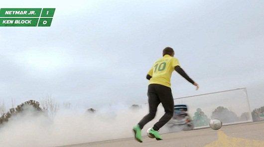 Кен Блок и футбольный фристайлер [видео]