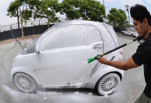 Как избавиться от запаха бензина в багажнике