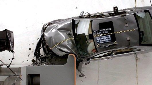 Mercedes-Benz E-Class W212 получил высшую награду за безопасность [Видео]