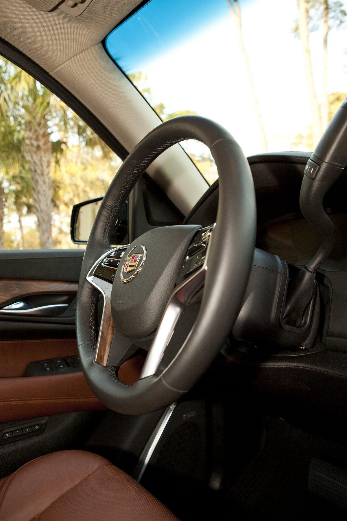2015 Cadillac Escalade: Первый тест-драйв