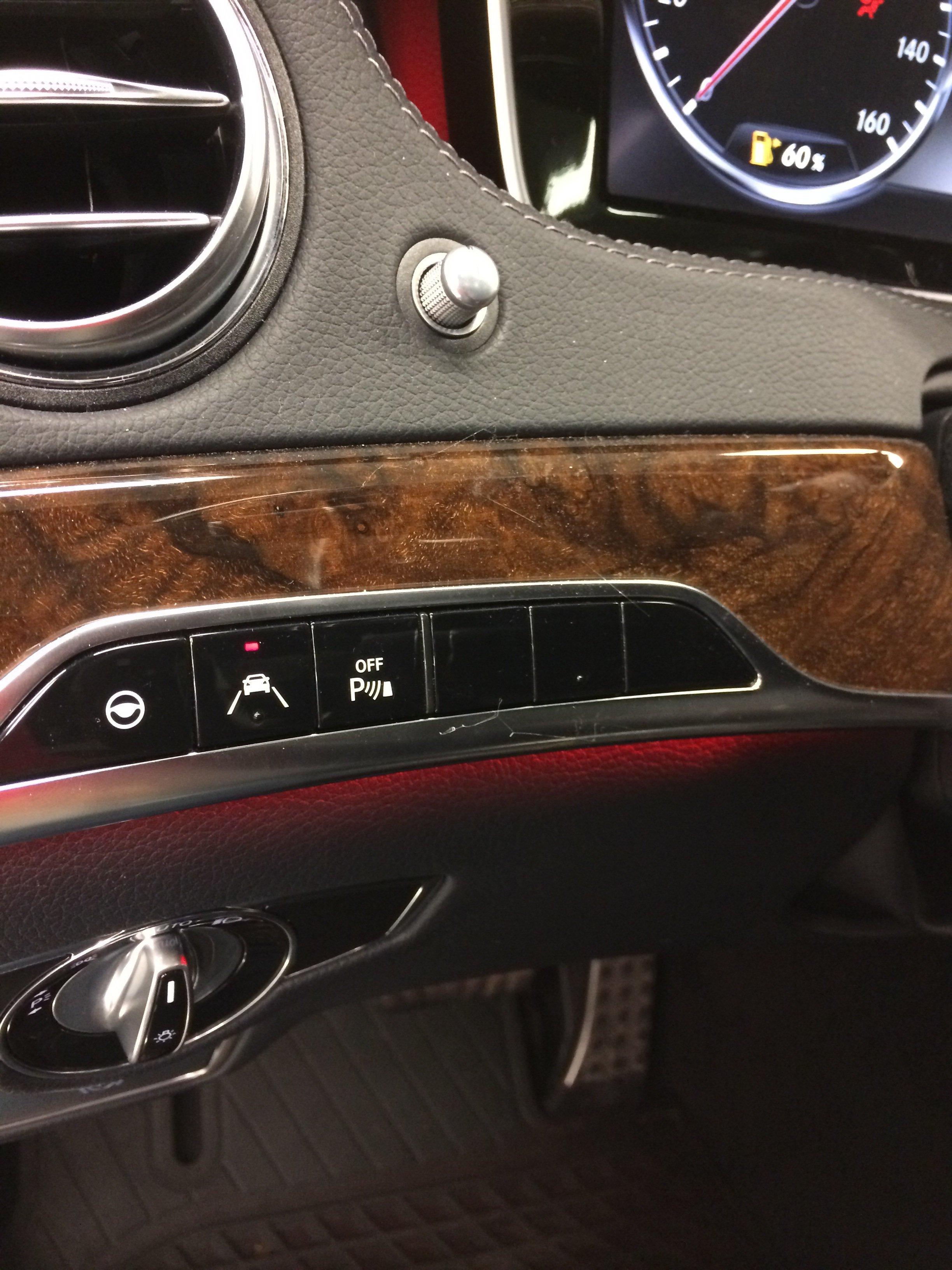 Даже Mercedes S-Class стоимостью более 4 млн. рублей имеет заглушки под кнопки