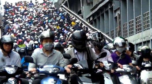 Трафик в Тайване на 80 процентов состоит из мопедов