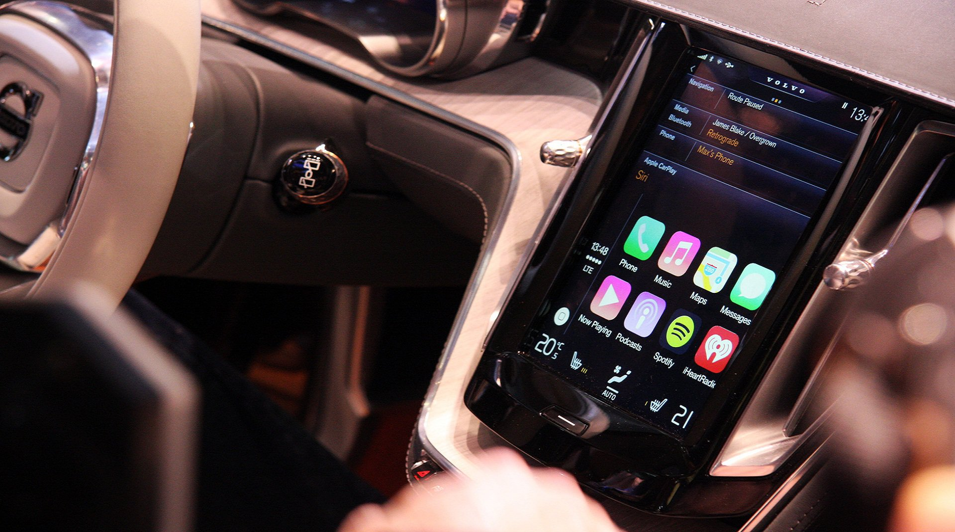������ ������������, ��� �������� ������� CarPlay �� Apple � Ferrari FF ����