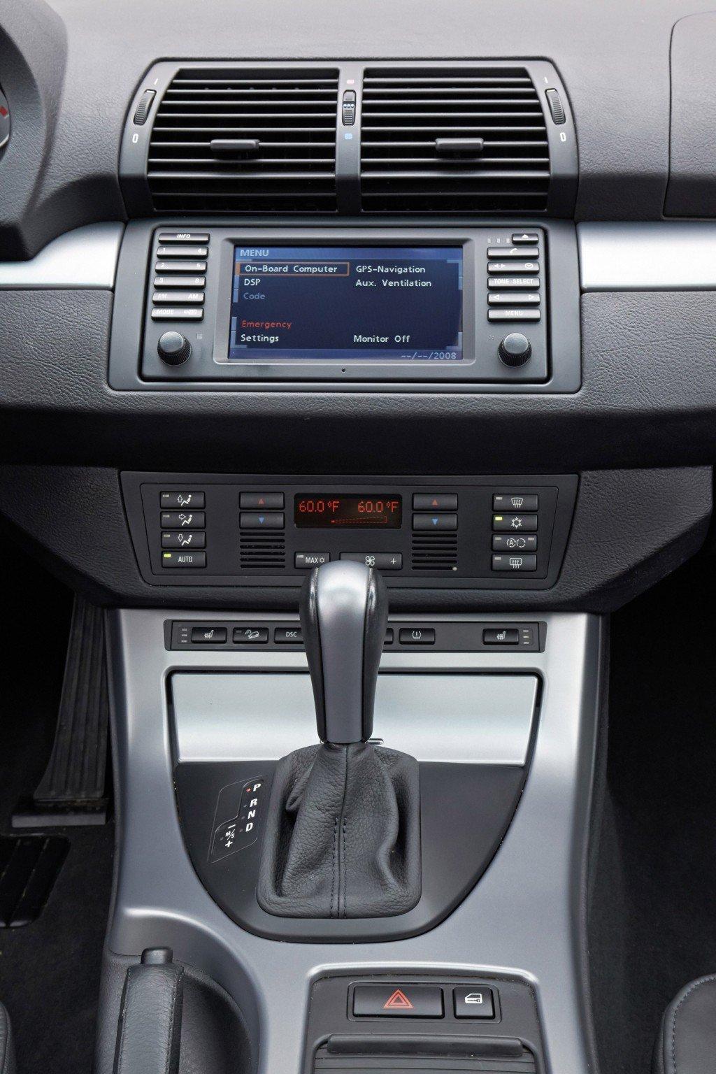 BMW празднует 15-ю годовщину X5
