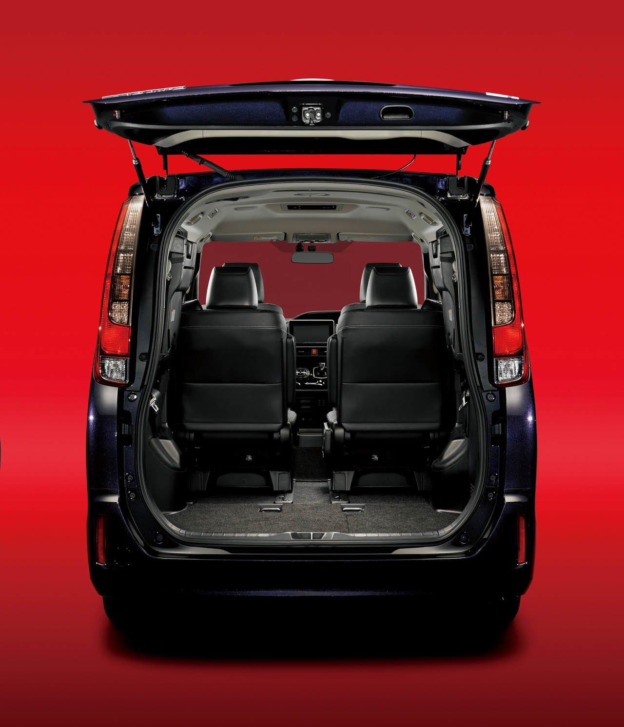 Toyota Esquire минивэн для японских бизнесменов