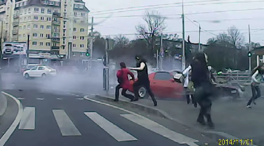 Pontiac Firebird против пешеходов