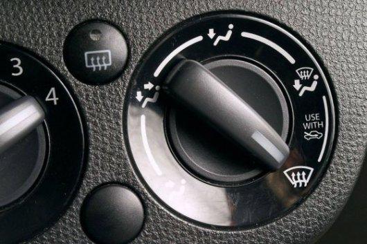 Потеют окна в машине при включенной печке