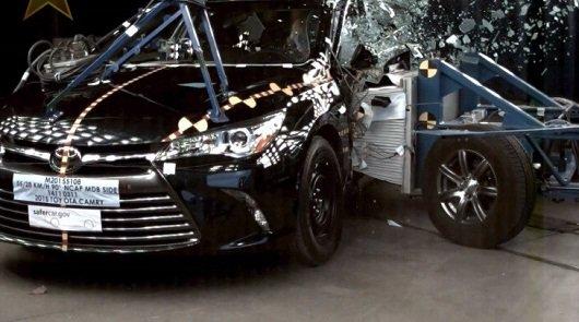 2015 Toyota Camry получает 5-звездочный рейтинг безопасности от NHTSA
