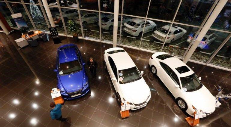 Российским покупателям не выдают оплаченные автомобили. Сбербанк приостановил выдачу автокредитов. Зарплата президента АвтоВАЗа