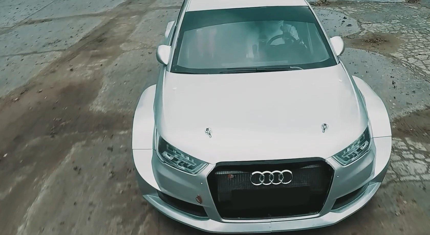 Раллийный 600 сильный монстр Audi S1 vs радиоуправляемой модели [Видео]