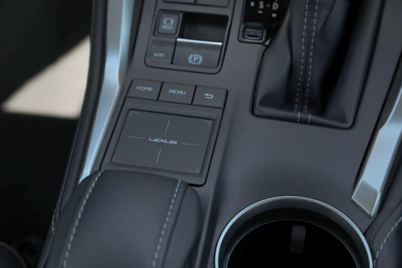 2015 BMW X3 xDrive20d против Lexus NX 300h
