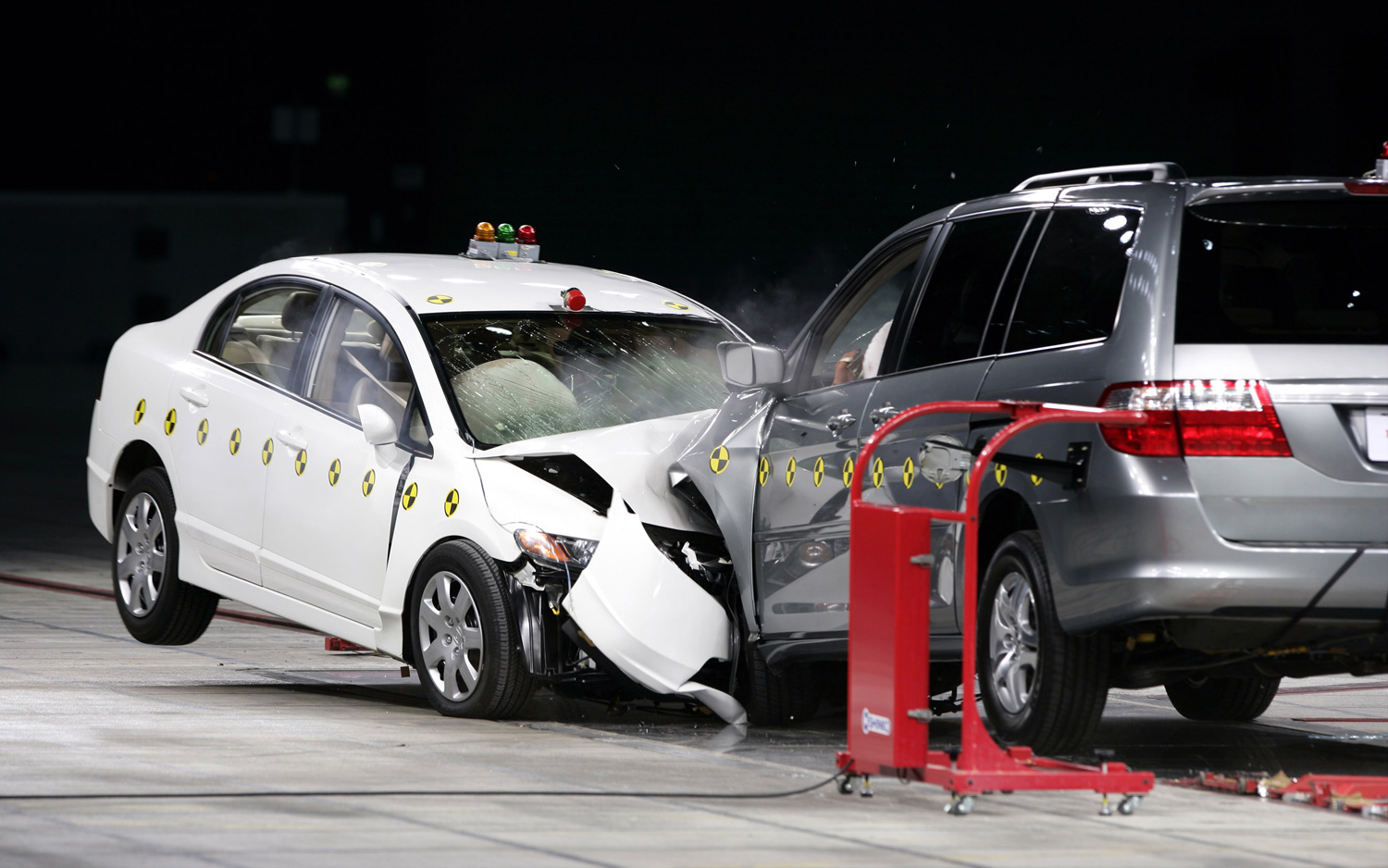 car vs suv Suv vs sedan safety one important factor that affects the safety of a vehicle is its size with more metal between them and the road, suv drivers enjoy a higher rate of safety than those in sedans and smaller cars, which may be more easily damaged.