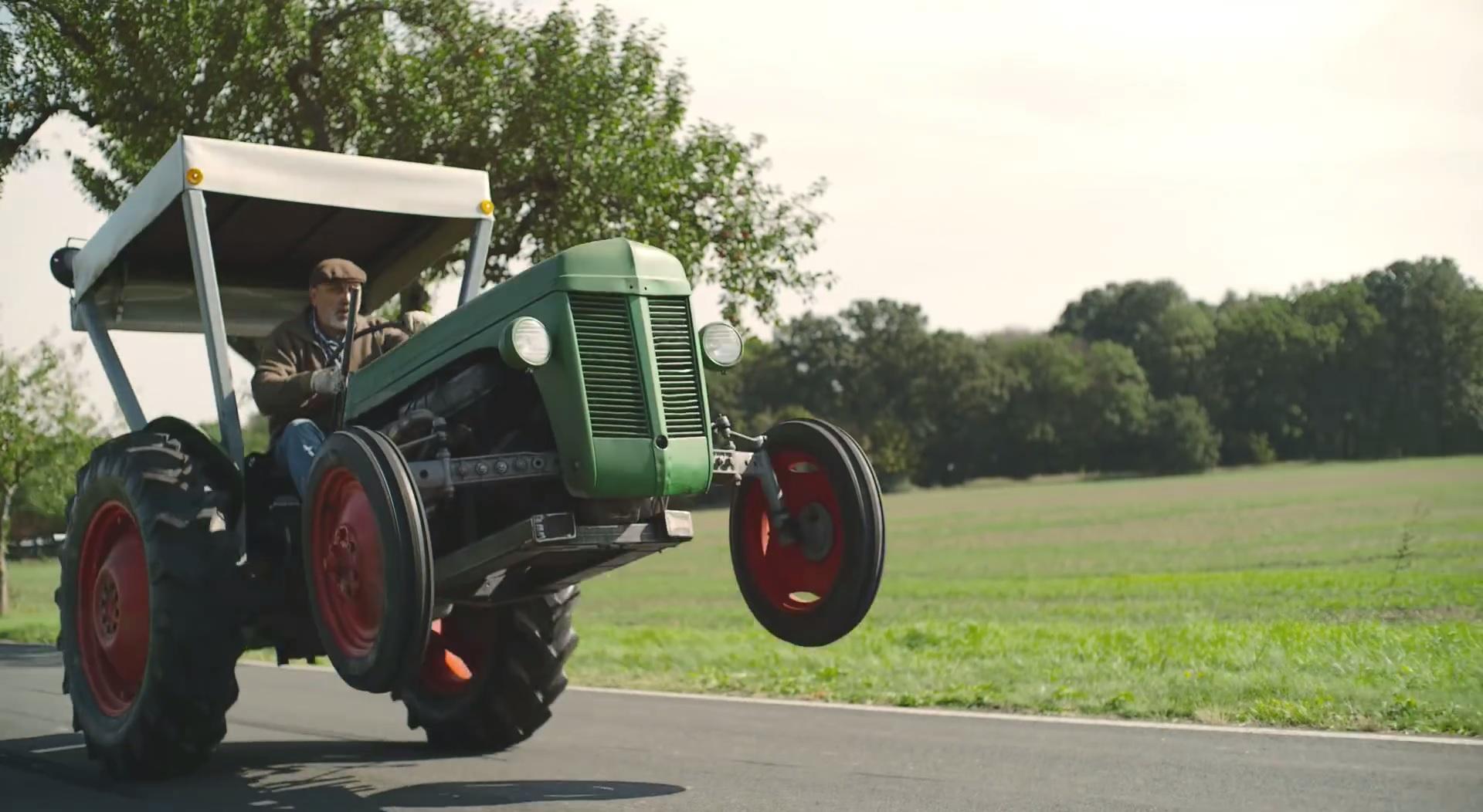 http://www.1gai.ru/uploads/posts/2015-10/1445546901_tractors.jpg