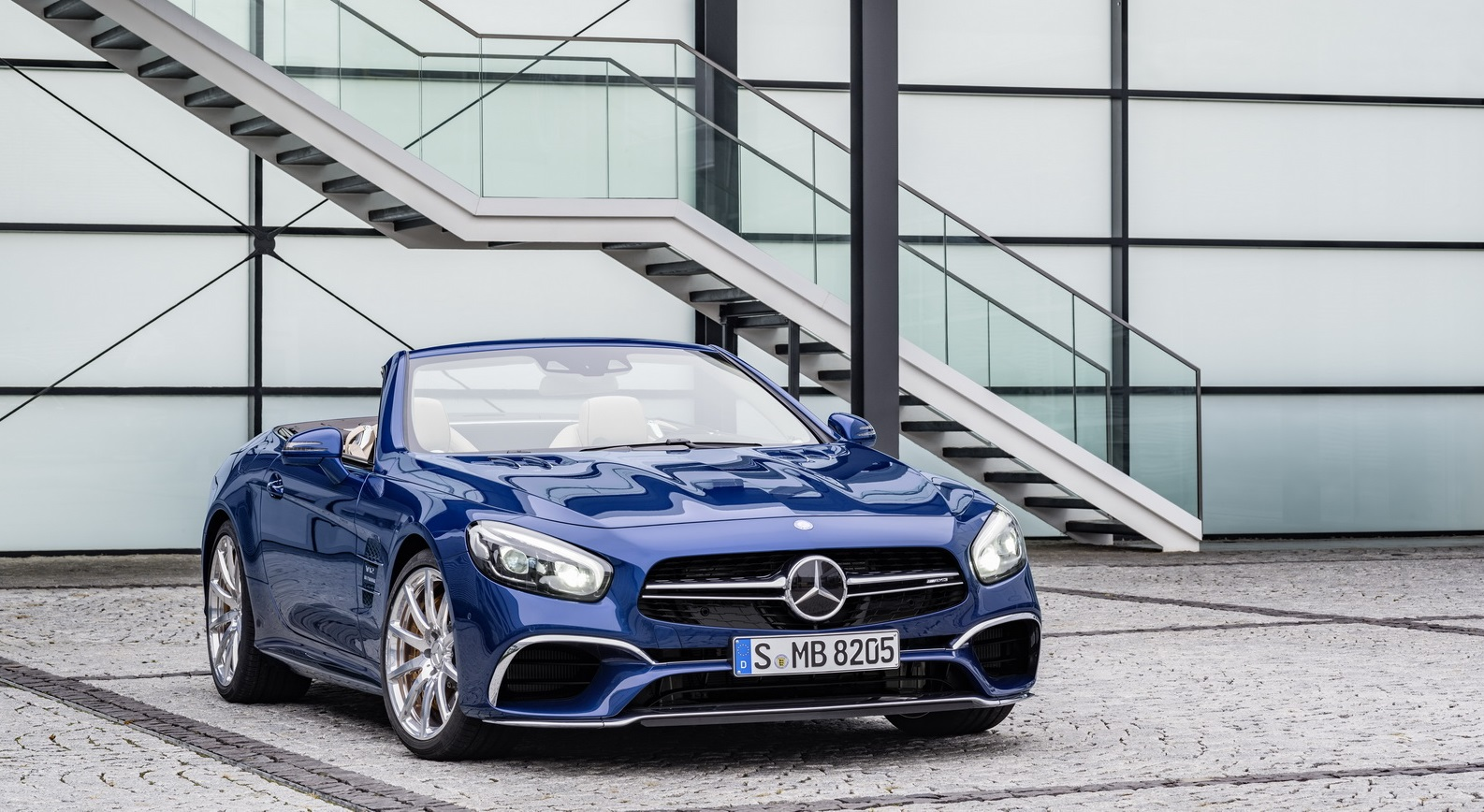 2017 Mercedes-Benz SL прошел рестайлинг фото