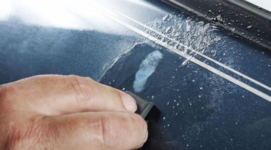 Как удалить глубокую царапину на машине