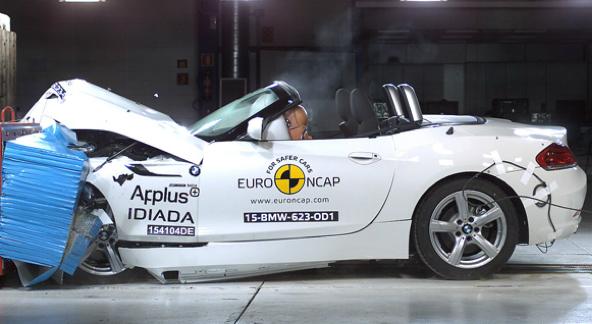Проведенный на скорости 200 км/ч краш-тест показывает, сможет ли водитель пережить такую аварию