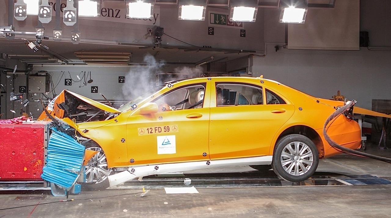 Как работают зоны деформации в автомобиле?