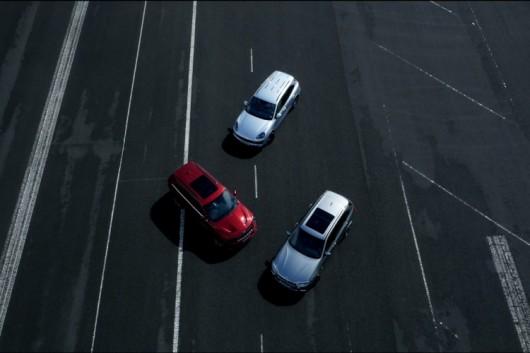 Видео: BMW X5M против Grand Cherokee SRT и против Porsche Cayenne Turbo S