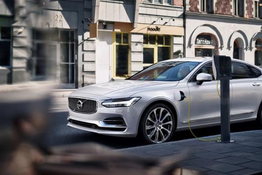 Volvo включилась в процесс создания единого стандарта зарядных станций для электромобилей