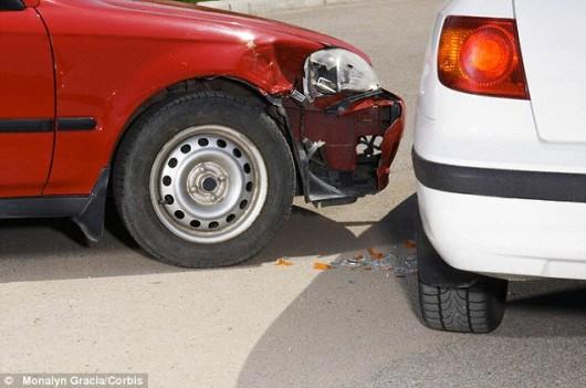 Нужно ли уступать дорогу автомобилям, которые движутся по обочине