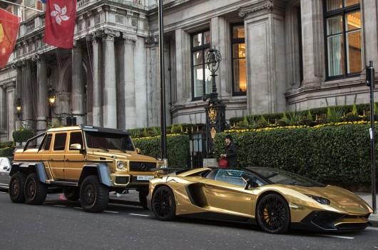 Золотой Mercedes G63 AMG 6 × 6 в Лондоне