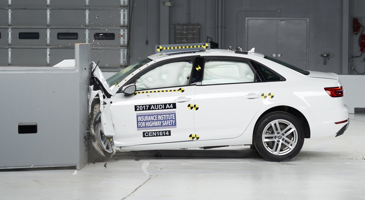 2017 Audi A4 заслужила награду Top Safety Pick+ от IIHS фото