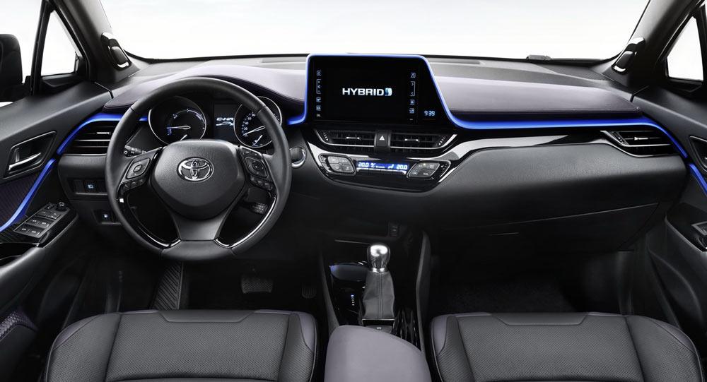 Был раскрыт интерьер нового небольшого кроссовера 2017 Toyota C-HR