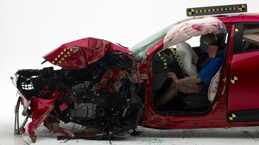 2016 Mazda CX-3 получает высшую награду по итогам краш-тестов