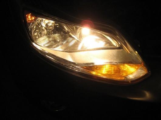 Как заменить лампочки в фарах Форд Фокус