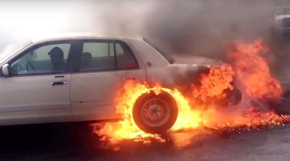 Огненное шоу на автомобиле