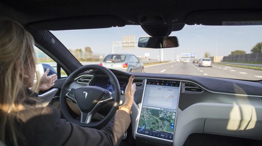 Автопилоты Тесла несовершенны, но водителям все равно! [Видео]