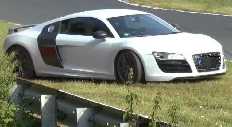 Водитель Audi R8 борется за машину до последнего