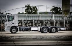 Мерседес испытывает прототип 26 тонного электрического грузовика. Эксклюзив.